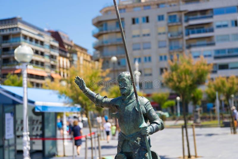 "€ ""10 de San Sebastián/de España 05 2019: Estatua de bronce San Sebastián del Don Quijote imagen de archivo"
