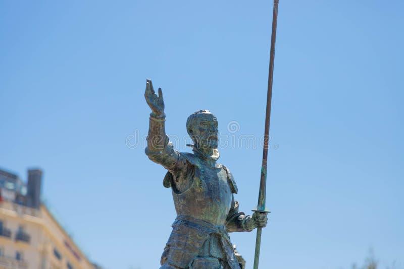 """€ """"10 de San Sebastián/de España 05 2019: Estatua de bronce San Sebastián del Don Quijote imagen de archivo libre de regalías"""