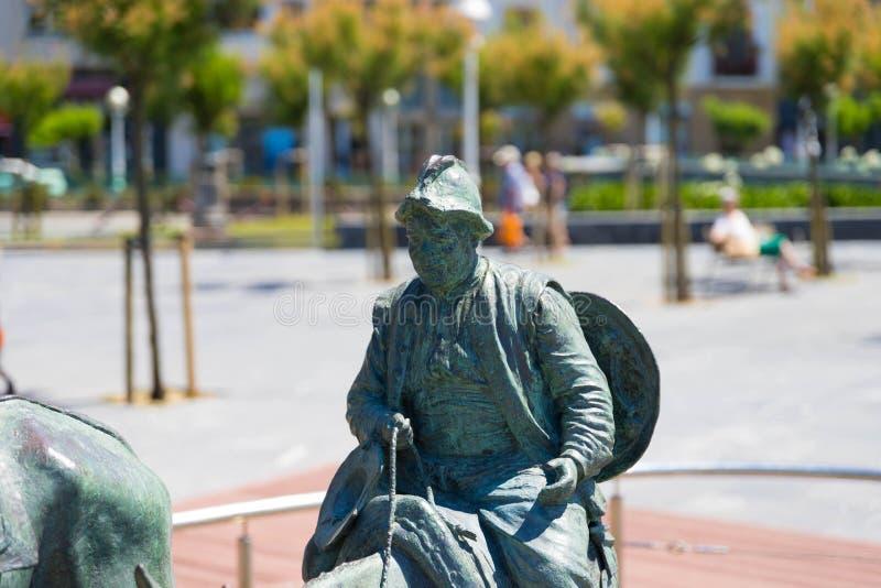"€ ""10 de San Sebastián/de España 05 2019: Estatua de bronce San Sebastián del Don Quijote foto de archivo"