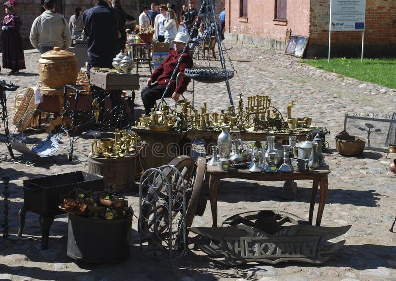 "€ Daugavpils/Lettlands ""am 5. Mai 2018: Flohmarkt war am Feiertag in Daugavpils-Festung stockfotografie"