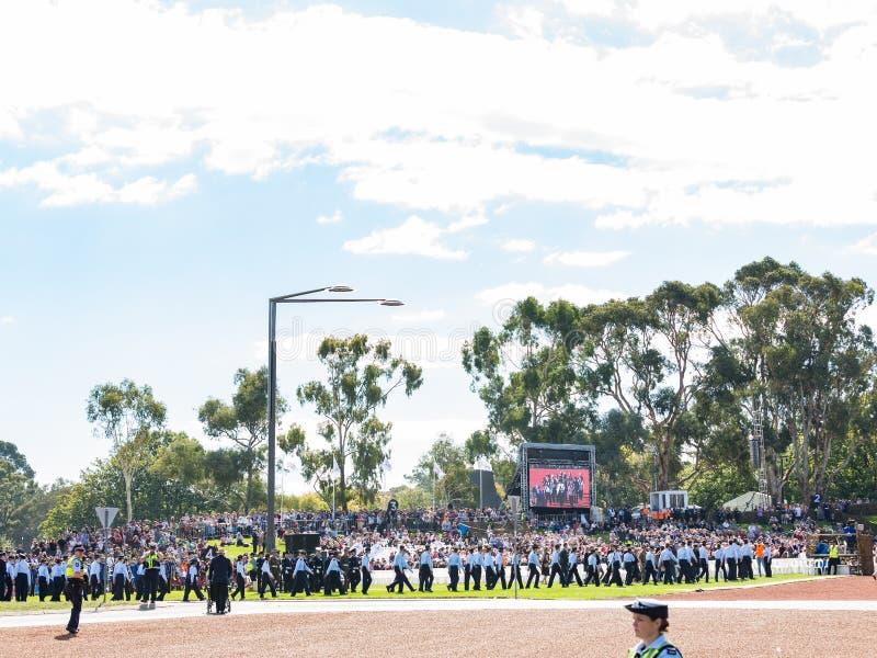 """€ de CANBERRA, AUSTRÁLIA """"25 de abril de 2019: Um contingente que marcha em Anzac Day National Ceremony realizado anualmente em  fotografia de stock royalty free"""