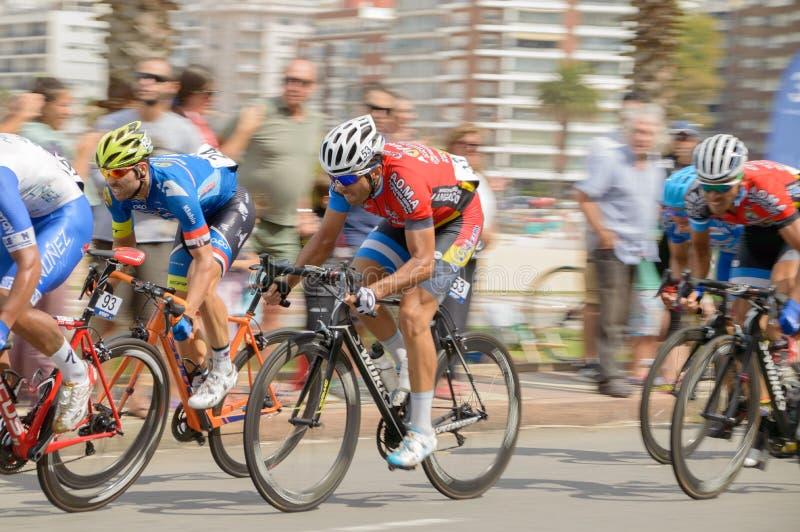 """€ de MONTEVIDEO, URUGUAI """"1º de abril de 2018: ciclistas na última fase, edição 75 do del Uruguai do ciclistica do vuelta fotografia de stock royalty free"""