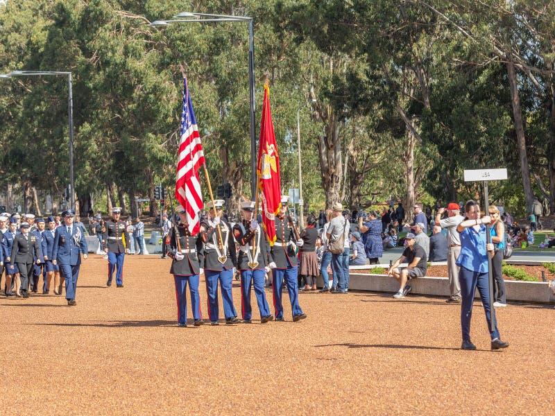 € di CANBERRA, AUSTRALIA «25 aprile 2019: Un contingente che marcia ad Anzac Day National Ceremony tenuto annualmente a Canberra immagine stock