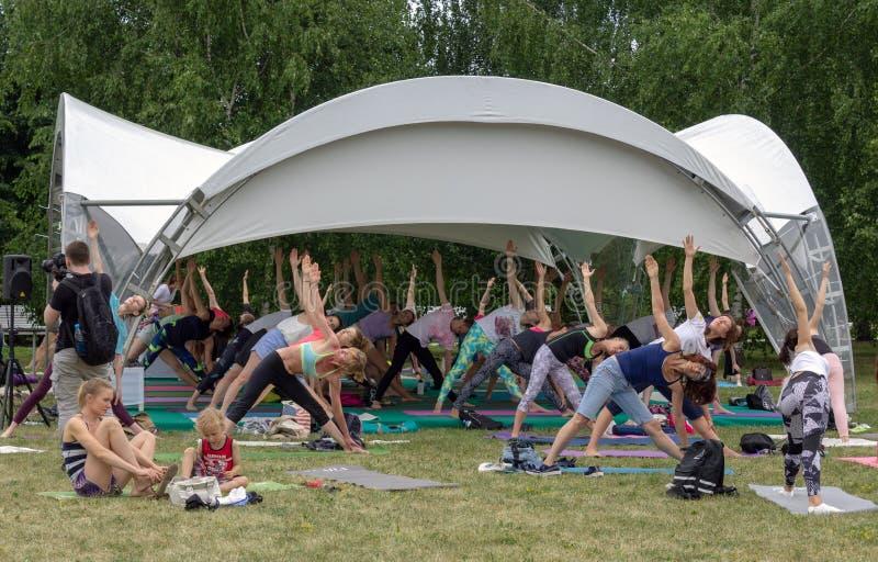 """€ di Mosca, Russia """"24 giugno 2018: Giorno internazionale di yoga immagine stock libera da diritti"""