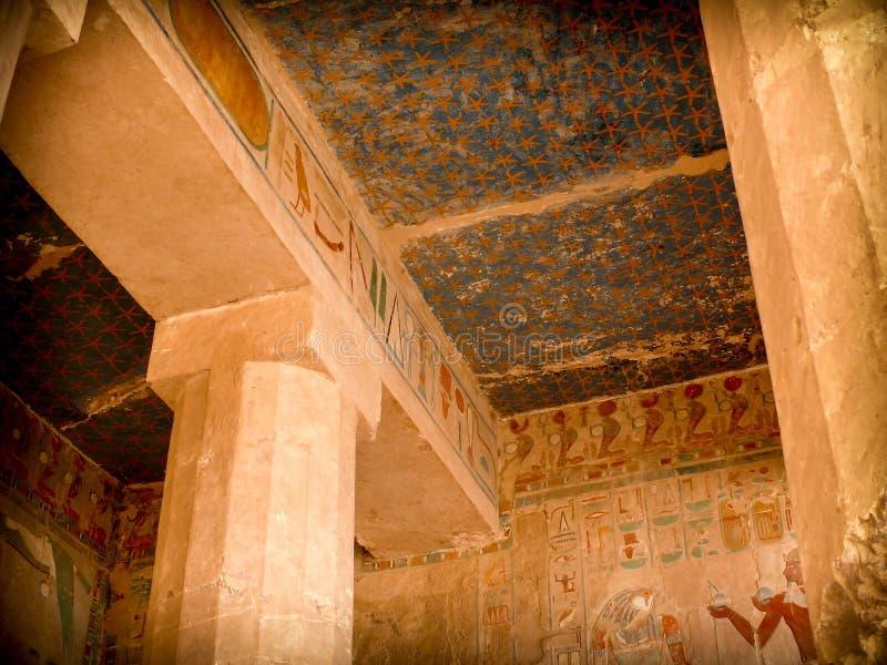 绘画、Hatshepsut寺庙的专栏和天花板在De的 库存照片