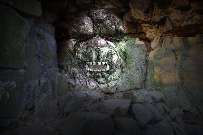 《岩洞怪兽》 图库摄影