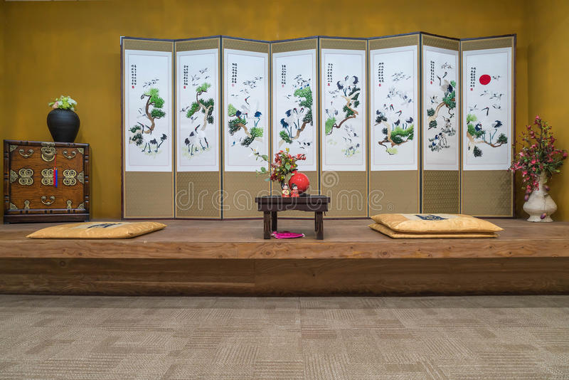 一东方(韩语,日语,汉语)样式葡萄酒豪华livin 免版税库存照片