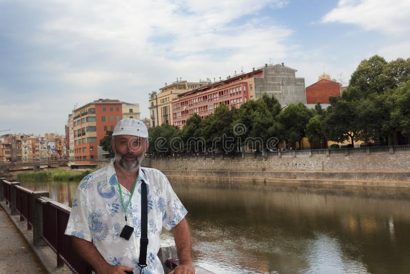 一个中年人的画象堤防的 库存照片