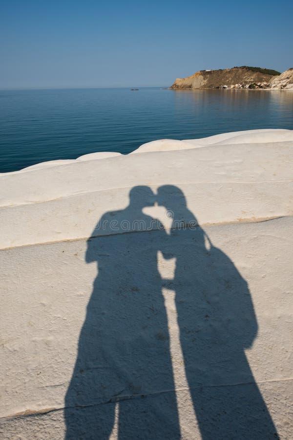 一个亲吻的阴影在叫的白色峭壁的 免版税图库摄影