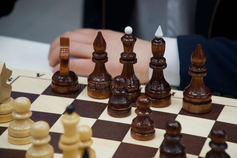 一个人下棋 棋和事务 免版税库存照片