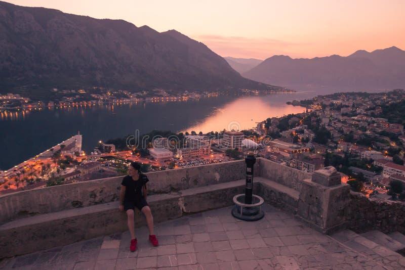 一个人游人,风景科托尔黑山 Areial视图,图f 免版税库存照片