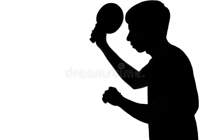 一个人的剪影为乒乓球比赛做准备 免版税库存照片