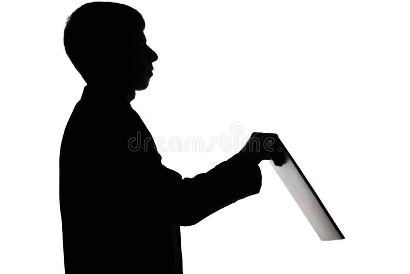 一个人的剪影有一个文件夹的在手上 免版税图库摄影