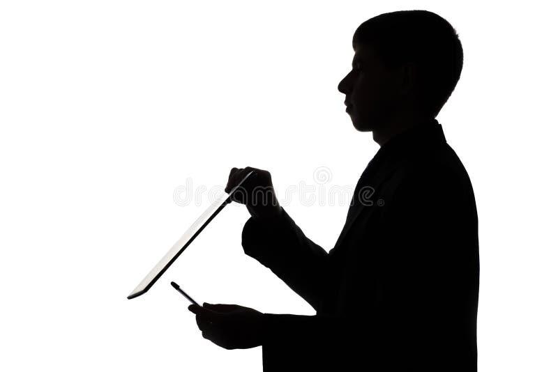 一个人的剪影有文件夹和笔的 库存图片