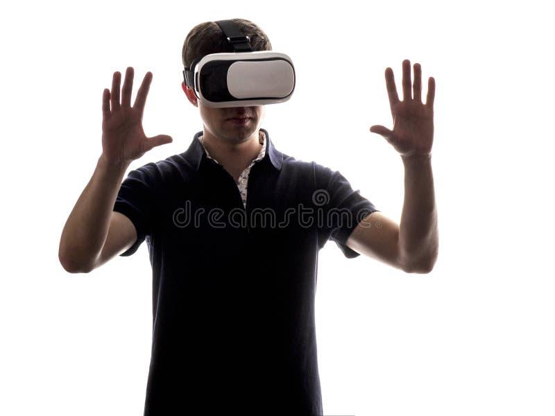 一个人的画象虚拟现实玻璃的 免版税库存照片