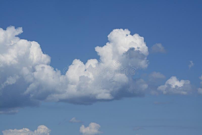 以一个人类胚胎的形式云彩 库存图片