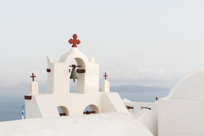 一个传统正统蓝色圆顶的细节在希腊在一个非常晴朗的夏日,与典型的蓝色和白色颜色 桑托利 库存图片