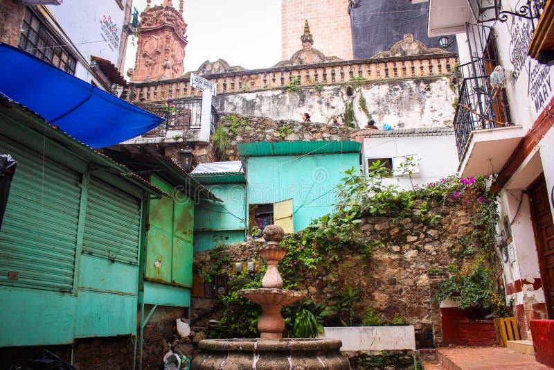 一个传统庭院露台的图片Taxco的,格雷罗州 mex 免版税库存照片