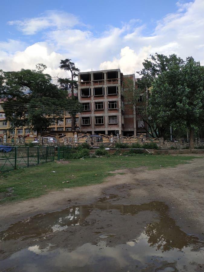一个修建的大厦 免版税库存照片