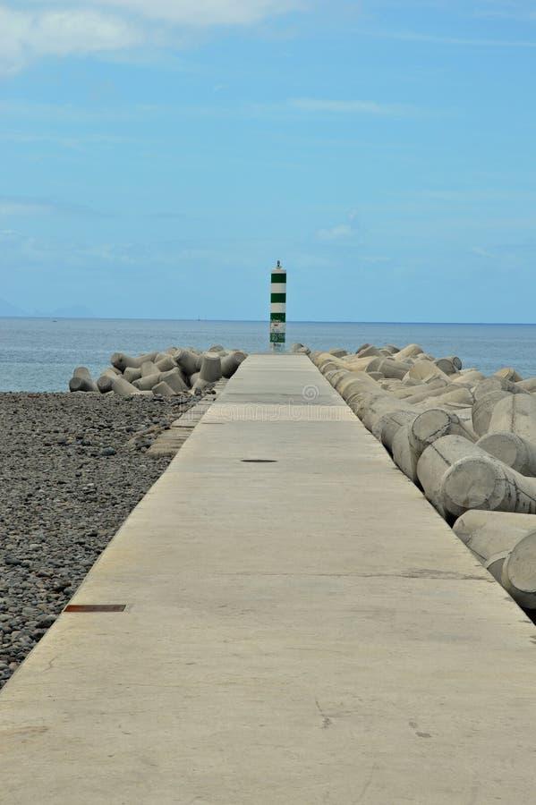 一个偏僻的岸烽火台 免版税图库摄影