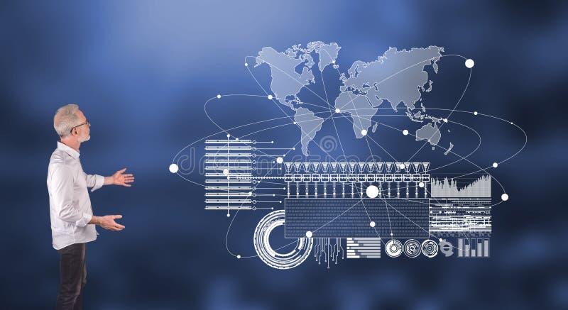 一个全球企业数字接口概念用在墙壁屏幕上的一个商人解释 免版税库存照片