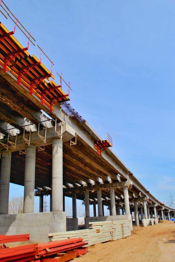 一个公路交叉点的建筑在M5高速公路的在陶里亚蒂  图库摄影