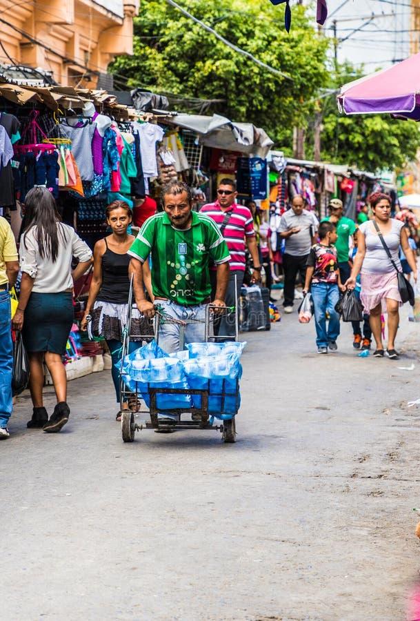 一个典型的看法在圣萨尔瓦多在萨尔瓦多 免版税库存照片