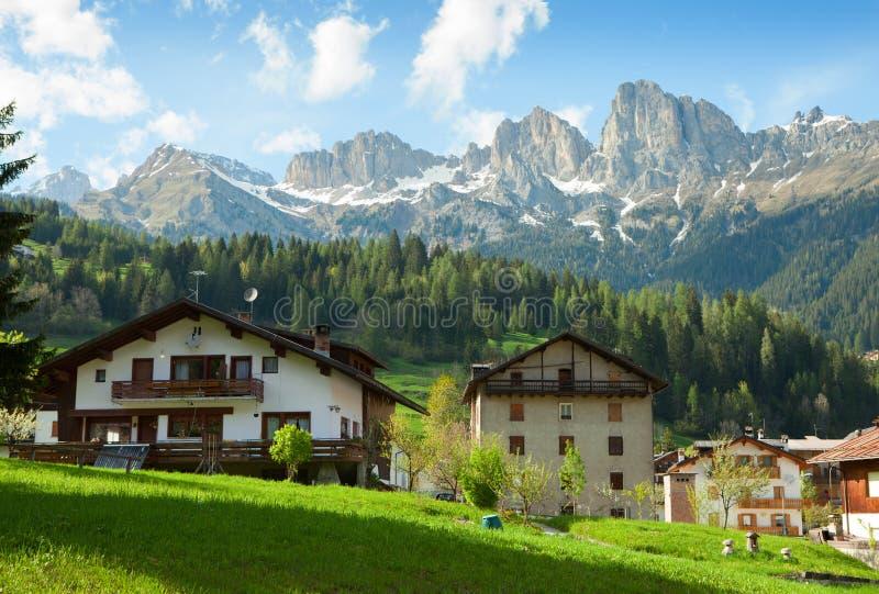 一个典型的高山住宅结构的看法 库存图片
