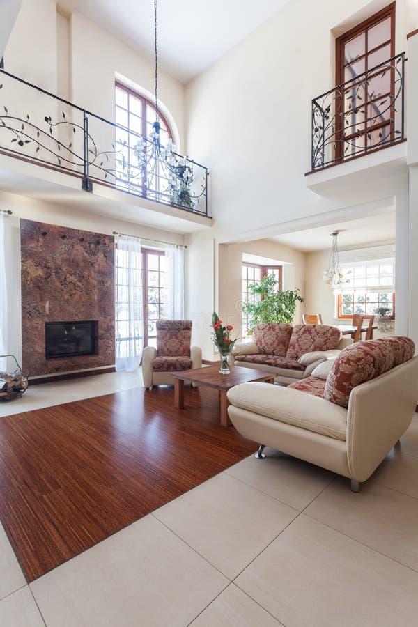 优等的家的典雅的客厅 库存图片