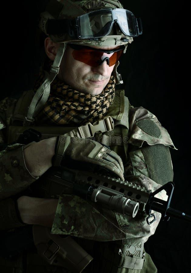 一个军人狙击手的宏观画象 免版税图库摄影