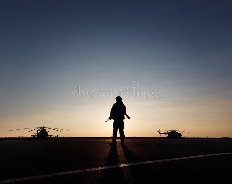 一个军人的剪影 免版税库存图片