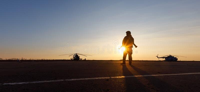 一个军人的剪影 免版税图库摄影