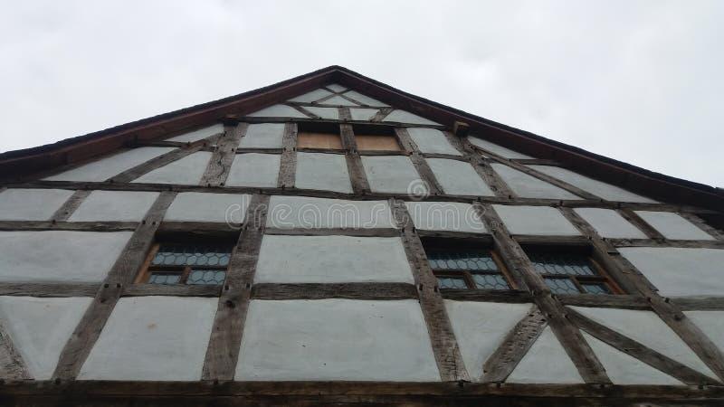 一个半木料半灰泥的房子 免版税图库摄影