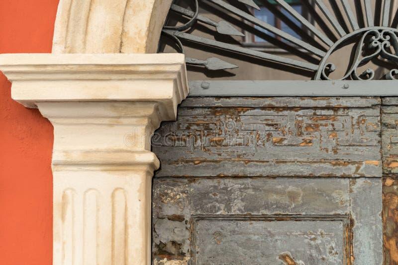一个历史的门的细节 免版税库存照片