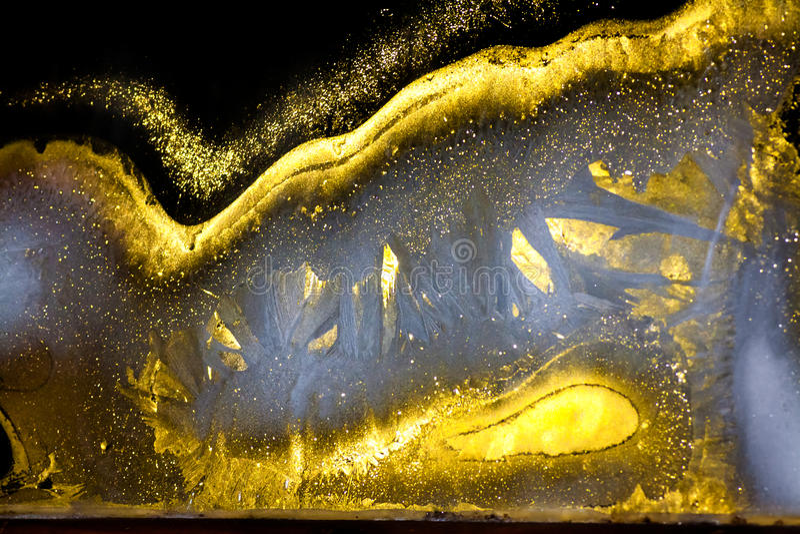 从一个发光的冷淡的样式的背景在玻璃在晚上 库存图片