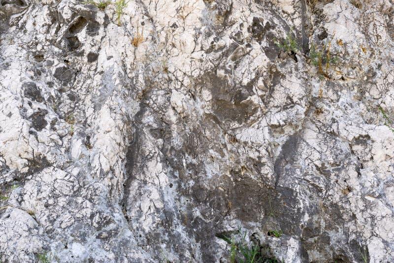 一个古老石墙的老七高八低的纹理 库存图片