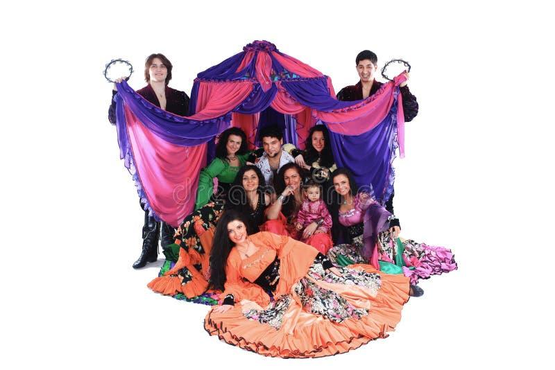 一个吉普赛舞蹈小组的画象在帐篷的背景中 库存照片