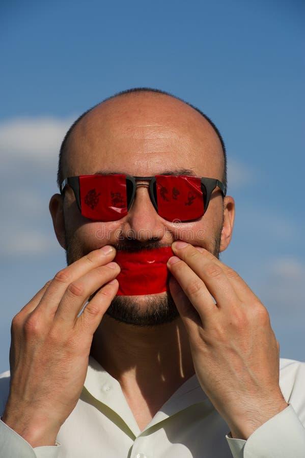一个商人的概念性画象在凝视的与的玻璃 图库摄影