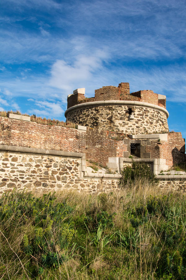 一个圆的堡垒的遗骸在科利乌尔 免版税图库摄影