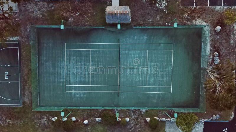 一个土气网球场的鸟瞰图 免版税库存图片