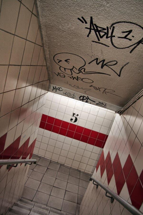 一个地下停车场的楼梯间 免版税库存图片