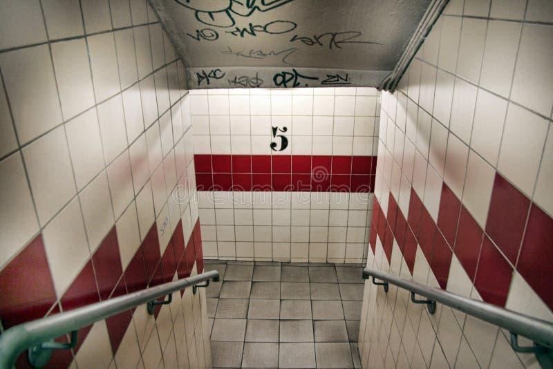 一个地下停车场的楼梯间 图库摄影