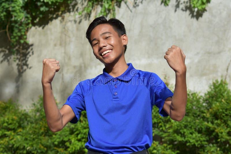 一个坚强的少年男孩 免版税图库摄影