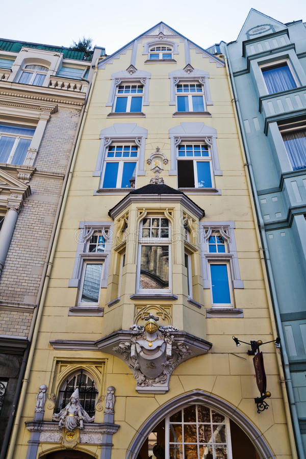 一个城市大厦的门面在亚琛 免版税库存照片