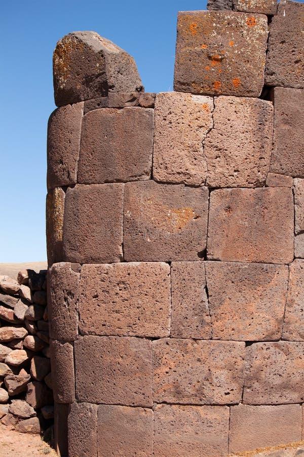 一个塔Sillustani (侧视图),在普诺附近的湖Umayo,秘鲁 库存图片