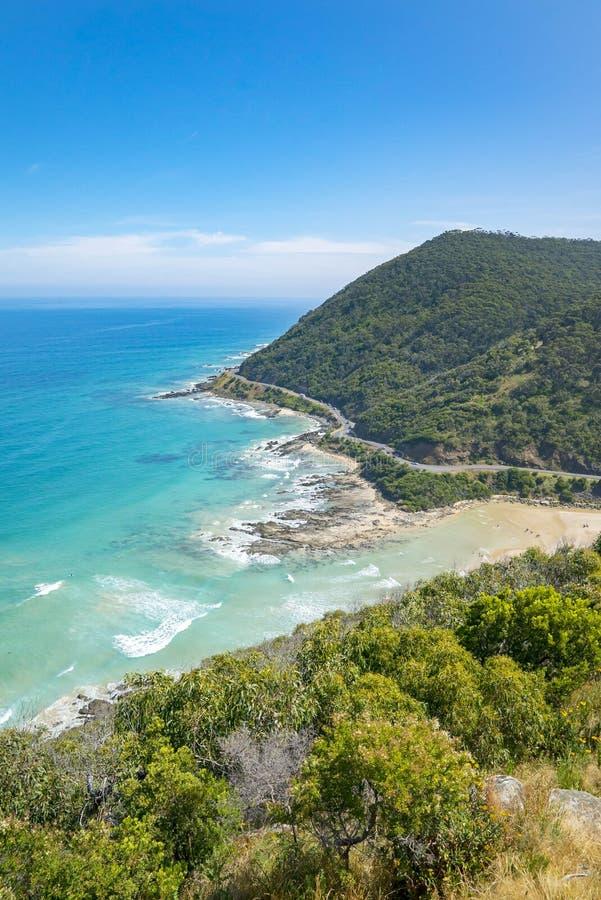 一个多岩石的海滩的海岸线沿大洋路,维多利亚的 免版税库存照片
