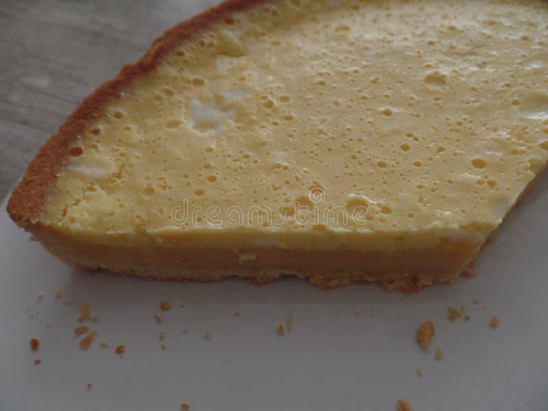 一个大切片柠檬馅饼 图库摄影