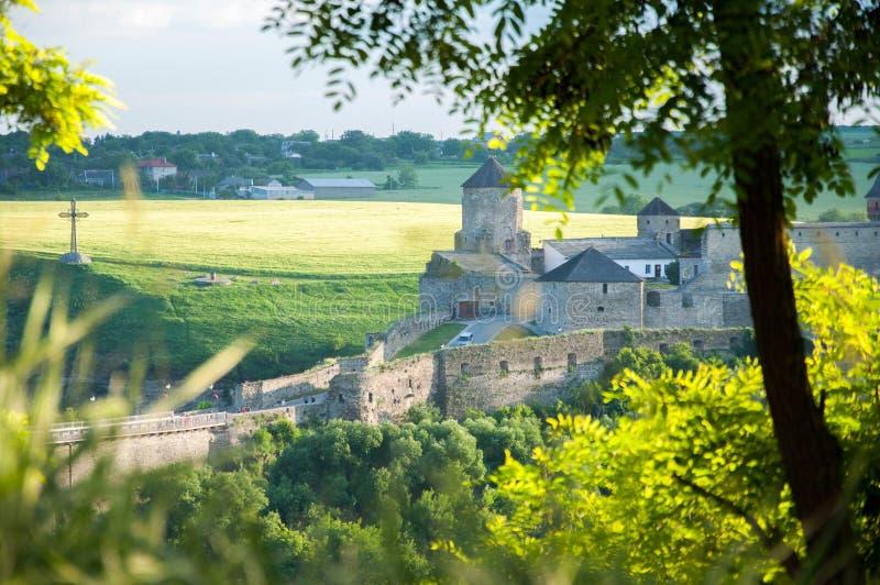 一个大古老堡垒在Kamenetz波多利斯克 石头塔和墙壁  免版税库存图片