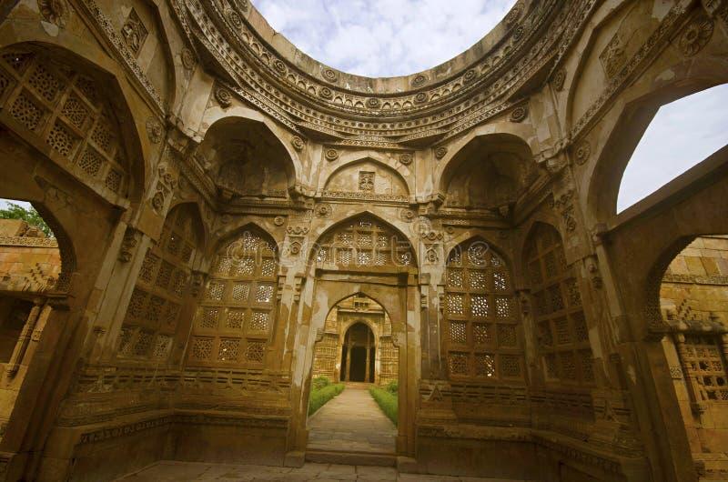 一个大圆顶的内在看法在雅米Masjid清真寺,联合国科教文组织的保护了Champaner - Pavagadh考古学公园,古杰雷特,印度 图库摄影