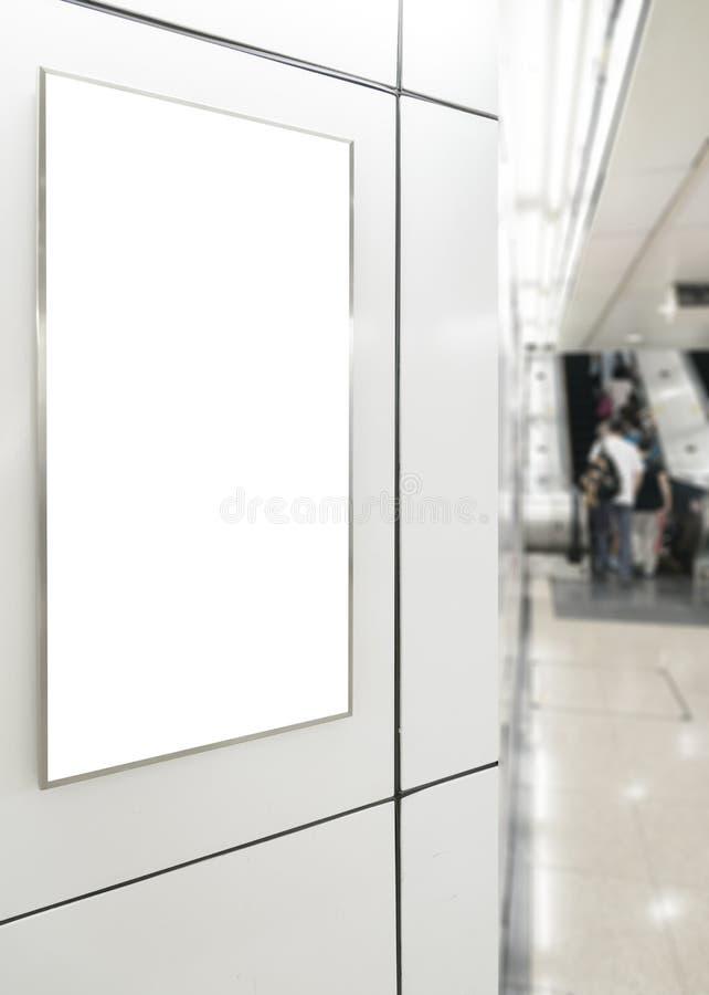 一个大垂直/画象取向空白广告牌 库存图片